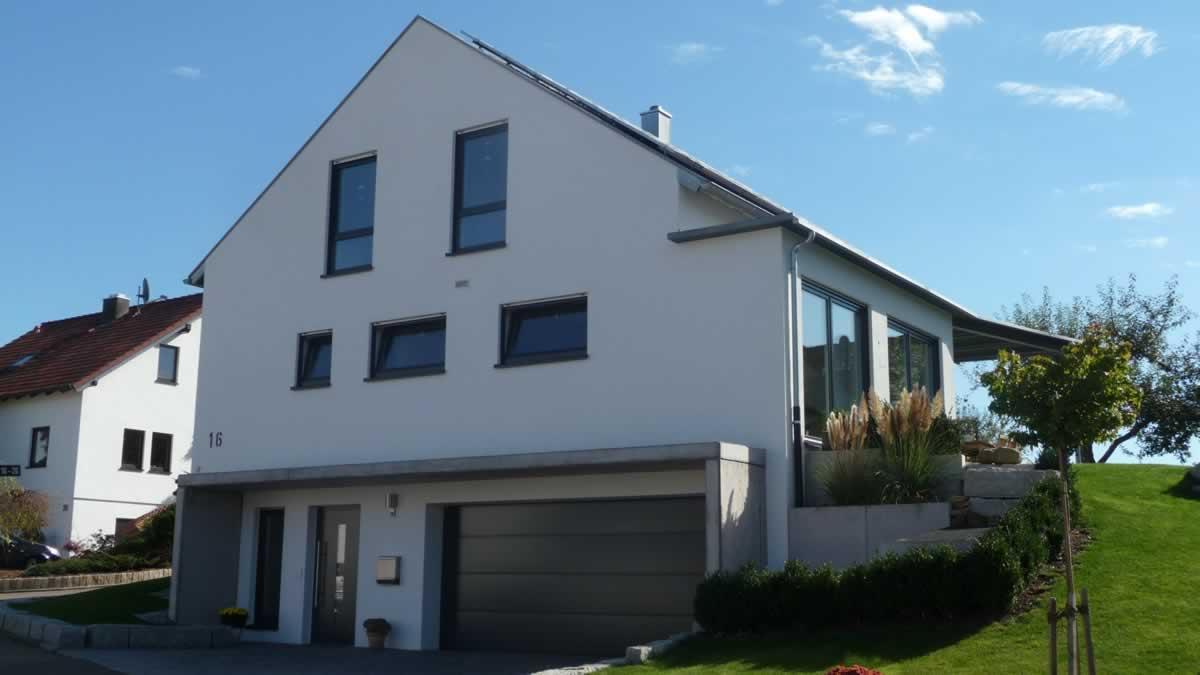 Einfamilienhaus mit integrierter doppelgarage  Projekte - Architekt Reutlingen / Mittelstadt - Architekturbüro ...