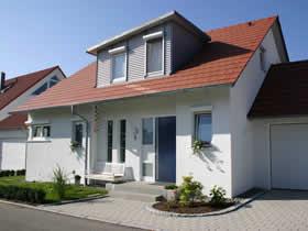 Neubau Einfamilienhaus mit integrierter Doppelgarage
