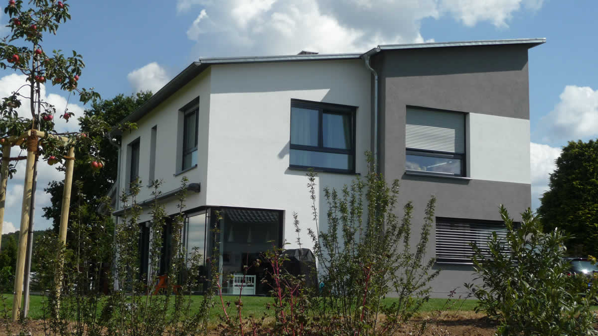 Neubau Einfamilienhaus mit Garage und Carport