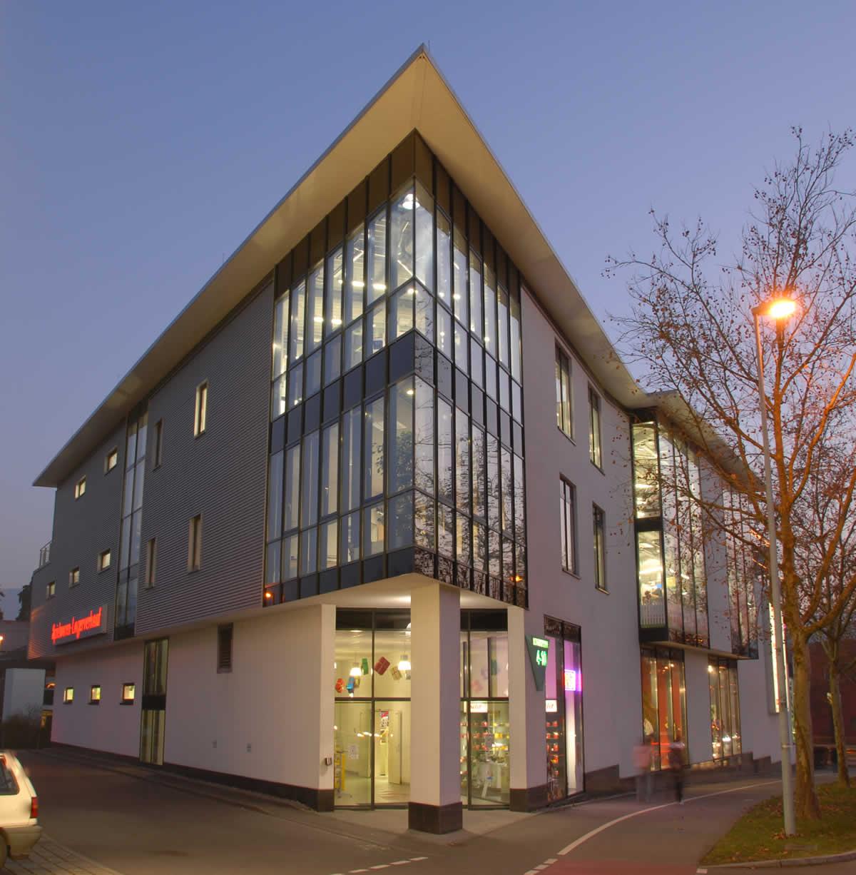 Fabrikverkaufsgebäude Bild 1