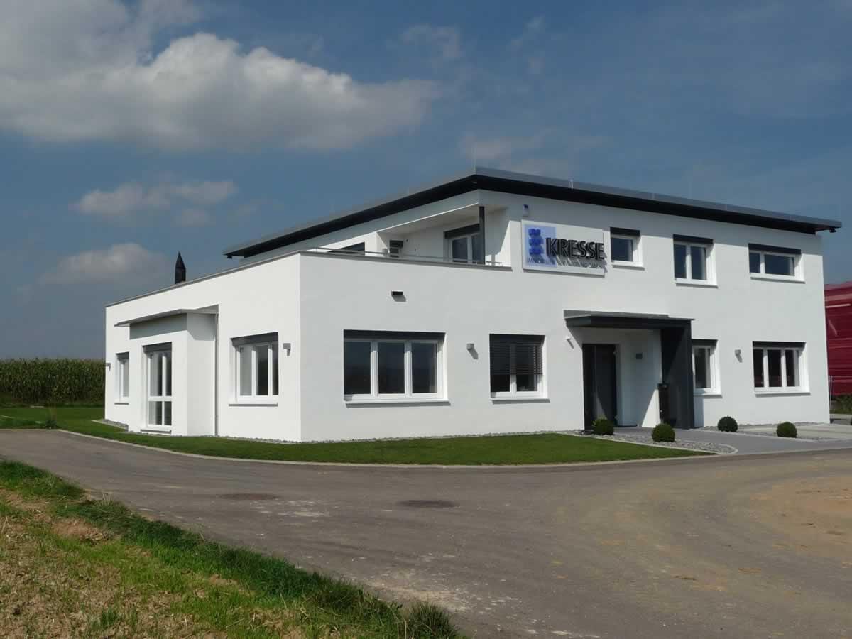 Verwaltungsgebäude mit Betriebswohnung - Bild 2