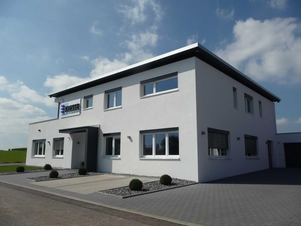 Verwaltungsgebäude mit Betriebswohnung - Bild 1