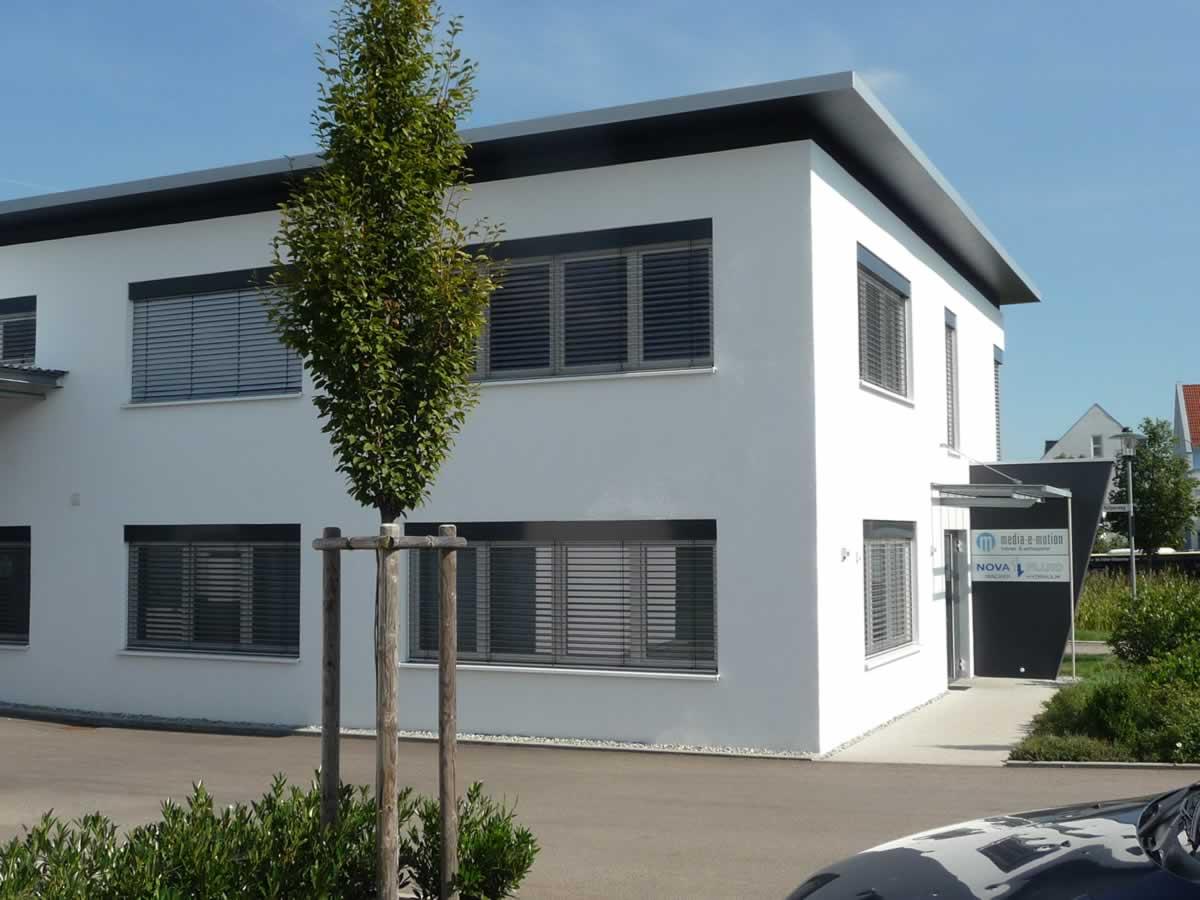 Verwaltungsgebäude und Fertigungshalle - Bild 3