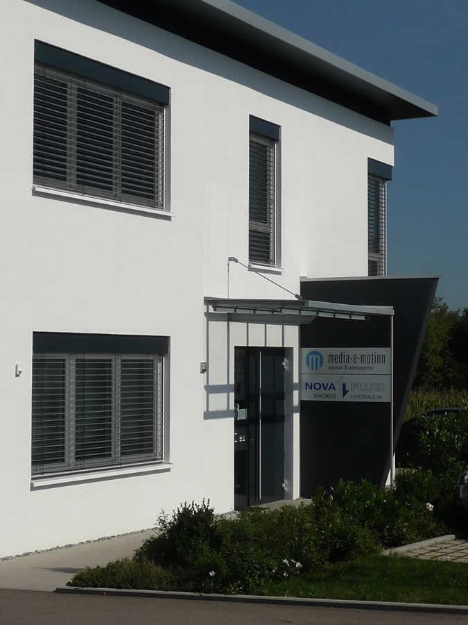 Verwaltungsgebäude und Fertigungshalle - Bild 4