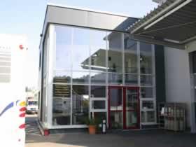 Verwaltungsgebäude und Montagehalle - Bild 1