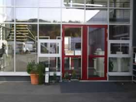 Verwaltungsgebäude und Montagehalle - Bild 2