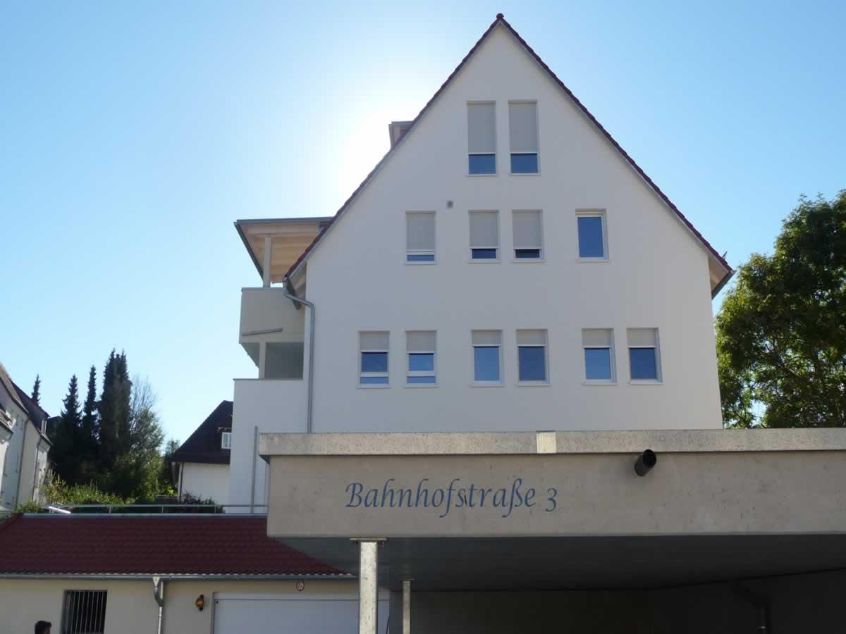 Neubau Mehrfamilienhaus mit Tiefgarage und Carports - Bild7