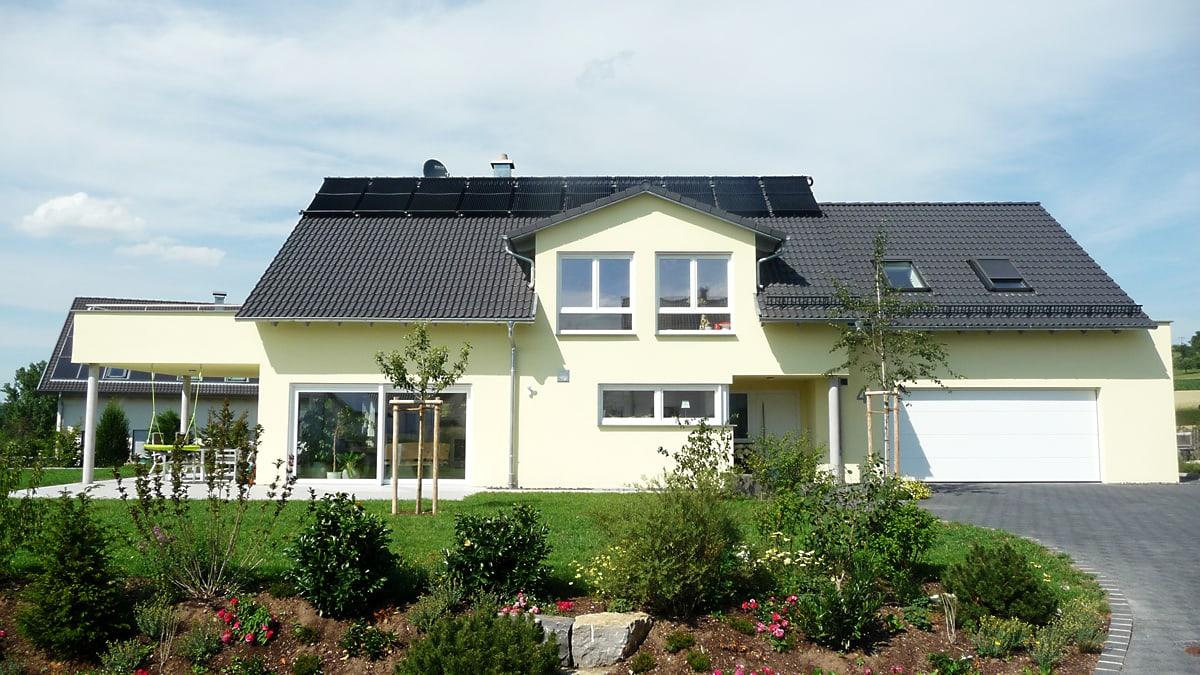 neubau einfamilienhaus mit doppelgarage architekt reutlingen mittelstadt architekturb ro. Black Bedroom Furniture Sets. Home Design Ideas