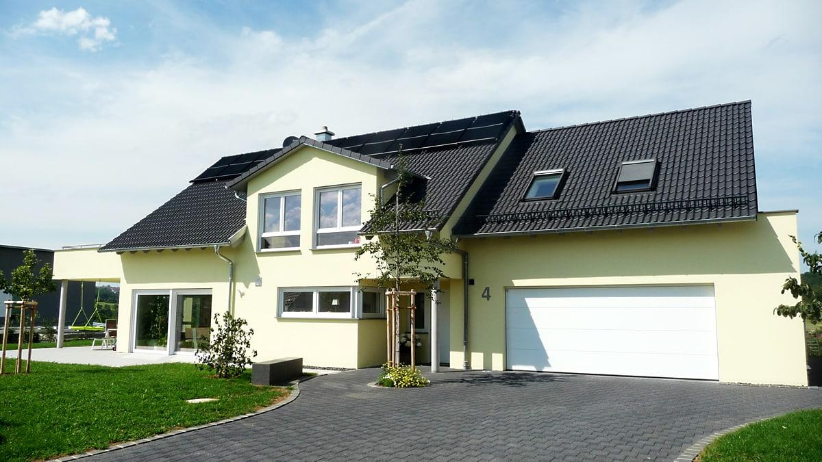 Neubau Einfamilienhaus mit Doppelgarage - Schräger Blickwinkel