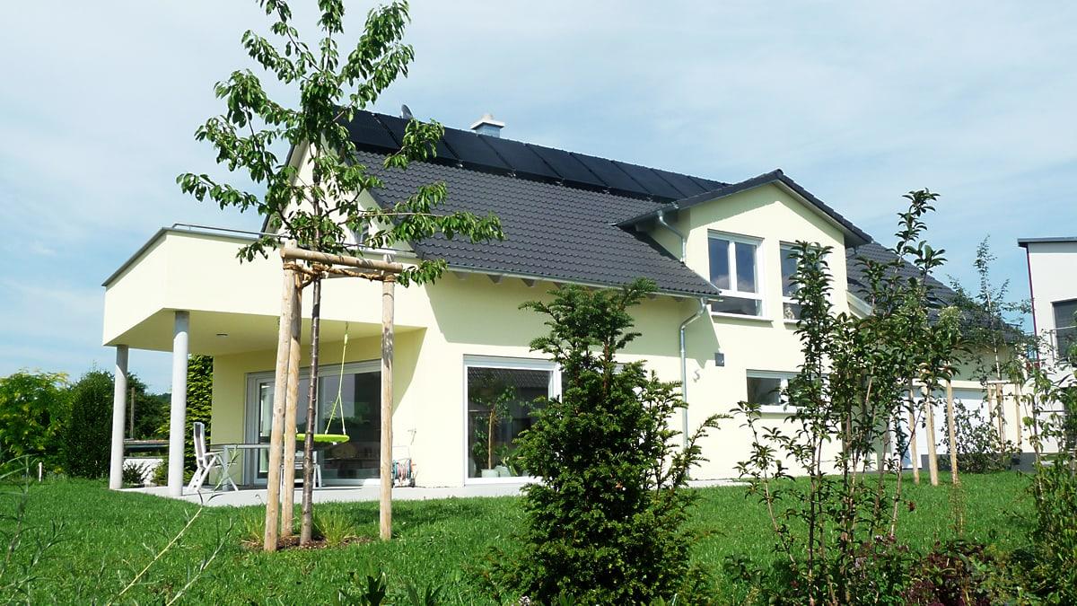 Neubau Einfamilienhaus mit Doppelgarage - Rückansicht