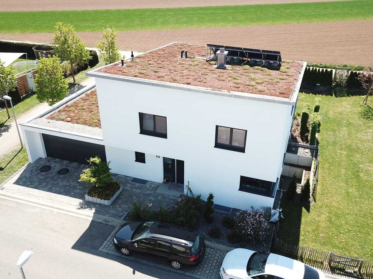 Neubau Einfamilienhaus mit Doppelgarage - Drohnenaufnahme